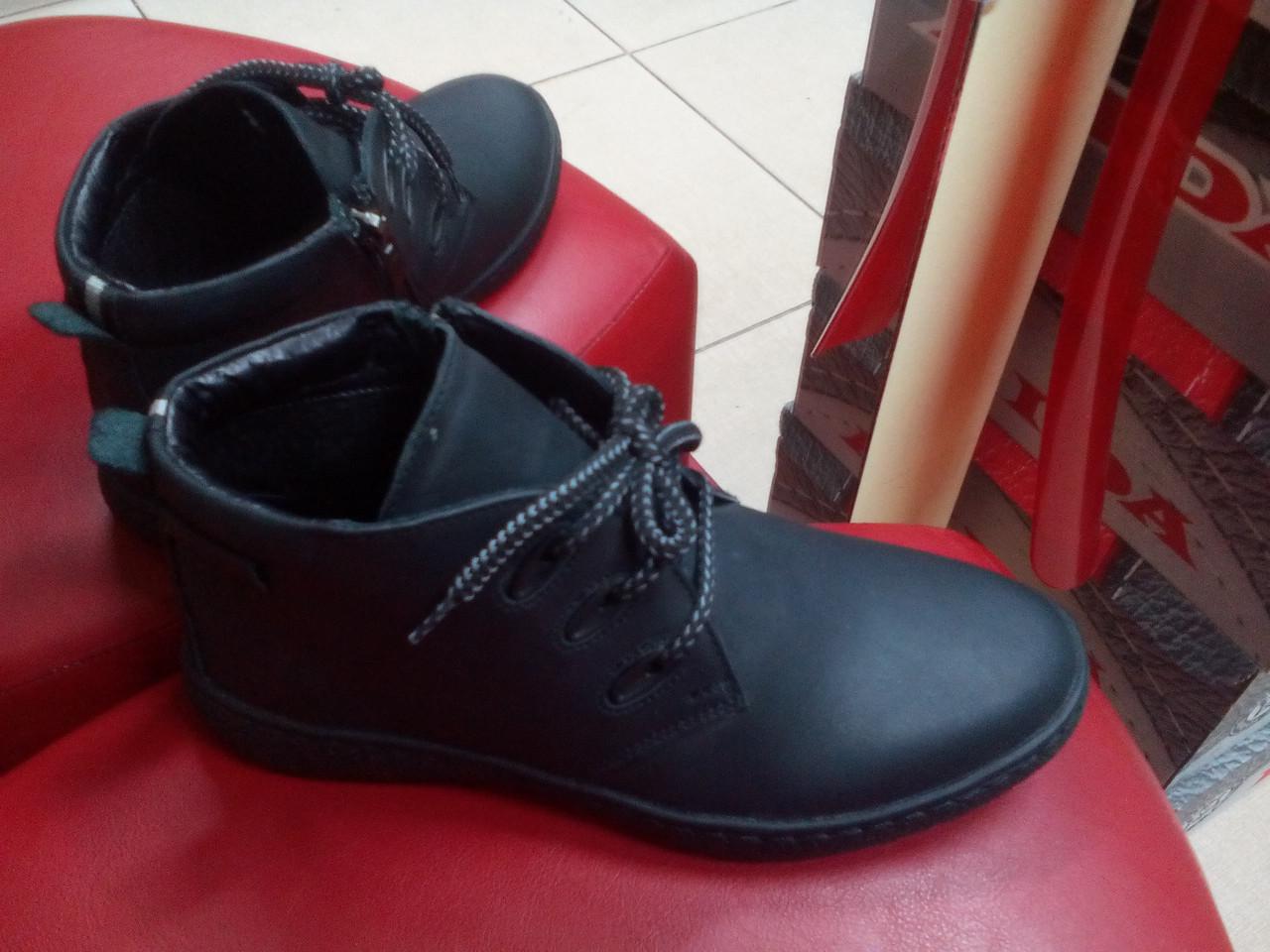 Подростковые демисезонные ботинки  МИДА 32002-3 черные из натуральной матовой кожи