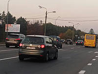 Реклама на бордахв Деснянском районе