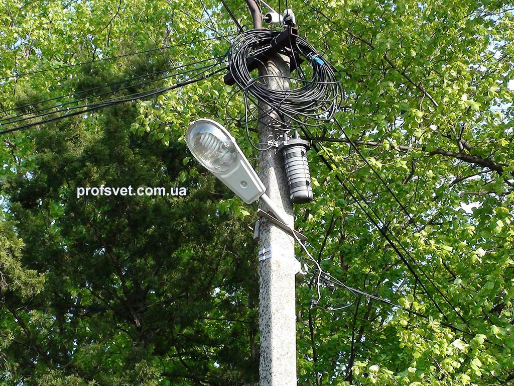 Уличный светильник с энергосберегающей лампой