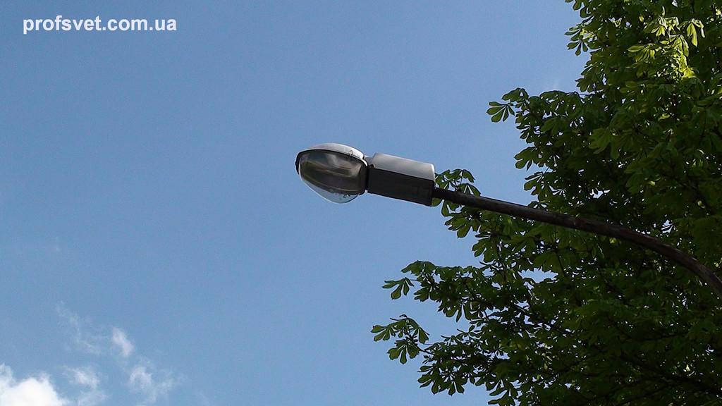 Уличный светильник с натриевой лампой