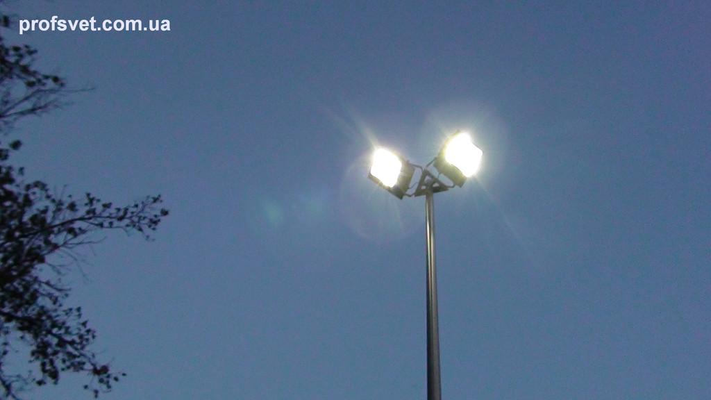 Освещение спортплощадки прожекторами с металлогалогенными лампами