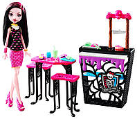 Monster High Игровой набор Дракулаура и Кафе Крипатерия Beast Bites Cafe Draculaura Doll & Playset