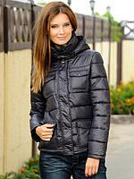 Короткая стильная куртка с карманами и капюшоном