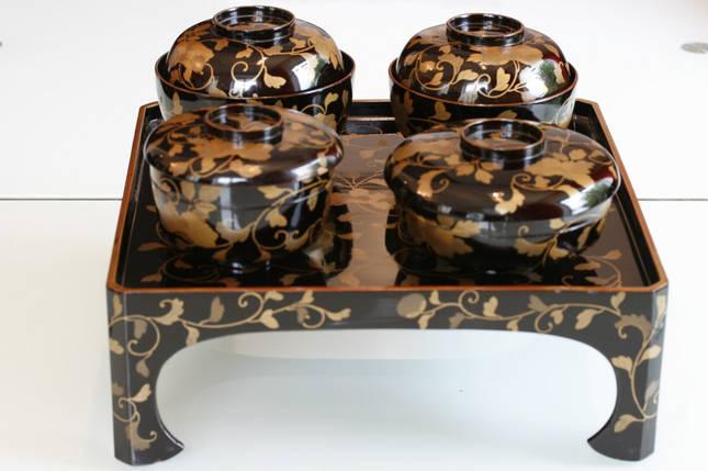 Лаковый столик-поднос с 4 мисками Мэйдзи-Тайсё 1890–1920 годы, фото 2