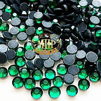 Камни эконом класса Hotfix Emerald ss16(4mm).Упаковка 100шт.