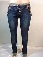 Женские джинсы с отделкой из искуственного меха на карманах и подворотах низа штанин, фото 1