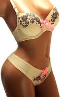 Комплект женский нижнего белья: бюстгальтер ПушАп и трусики стринги. Красивый комплект с орнаментом.