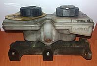 Главный тормозной цилиндр DAF 400 и LDV Convoy (89-06). Б/у. Три тубки. ДАФ ЛДВ Конвой.