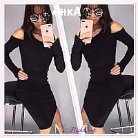 Платье черно с вырезами на плечах и рукав через палец