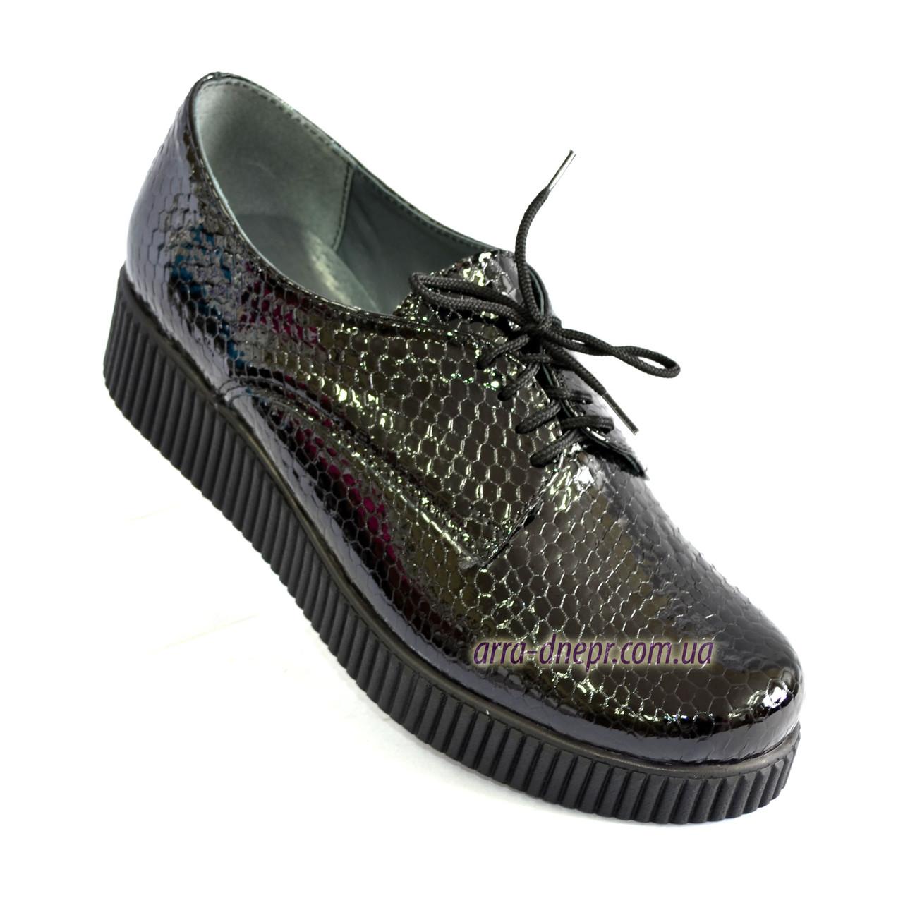 Женские туфли на утолщенной подошве, на шнуровке, натуральная кожа с тиснением питон.