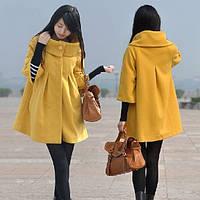 Короткое расклешенное пальто с широким воротником-стойка