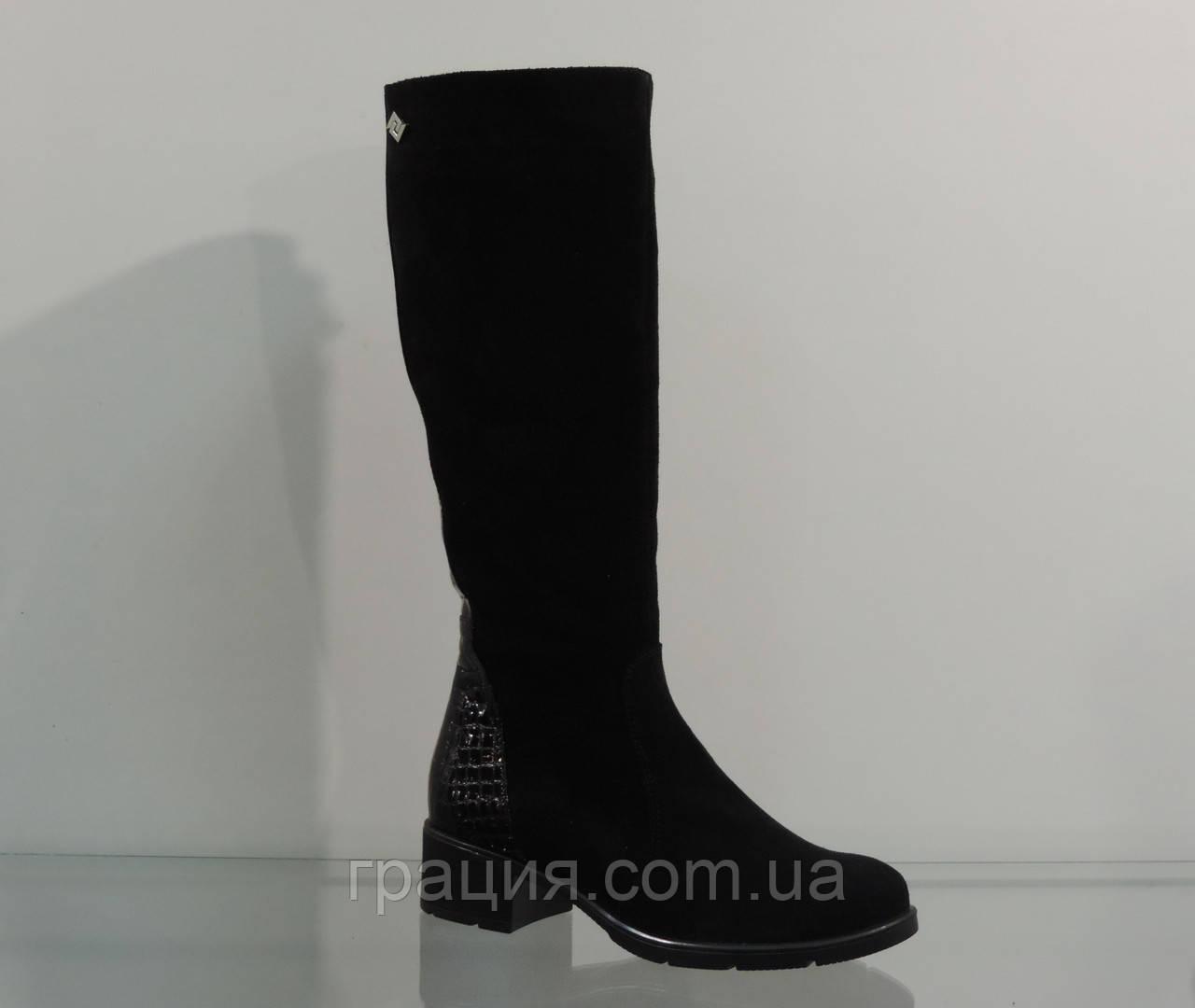 Модные замшевые зимние сапожки на маленьком каблуке