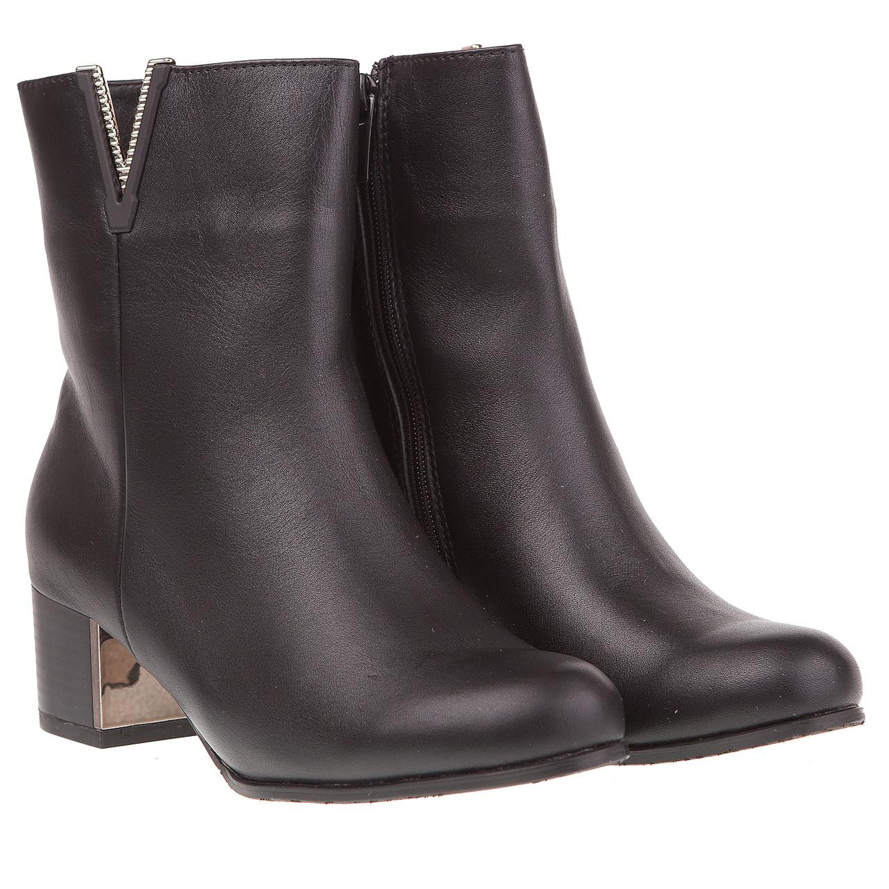 a9e693ff4 Ботильоны женские Kluchini (кожаные, черные, с золотистой вставкой на  каблуке)