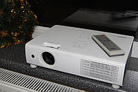 Яркий проектор Sanyo PLC-XU101 4000Lm 1024x768 отлично видно днем на большом экране домашний