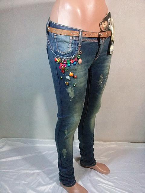 Женские джинсы узкие с цветными камнями