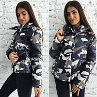 Стильная женская куртка с военным принтом серая, фото 1