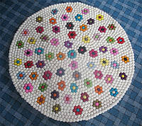 Ковер для девочки цветы на белом фоне, купить ковер ромашки из валяных шариков