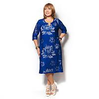Женское платье большого размера на подкладке, перфорация, украшено брошью.