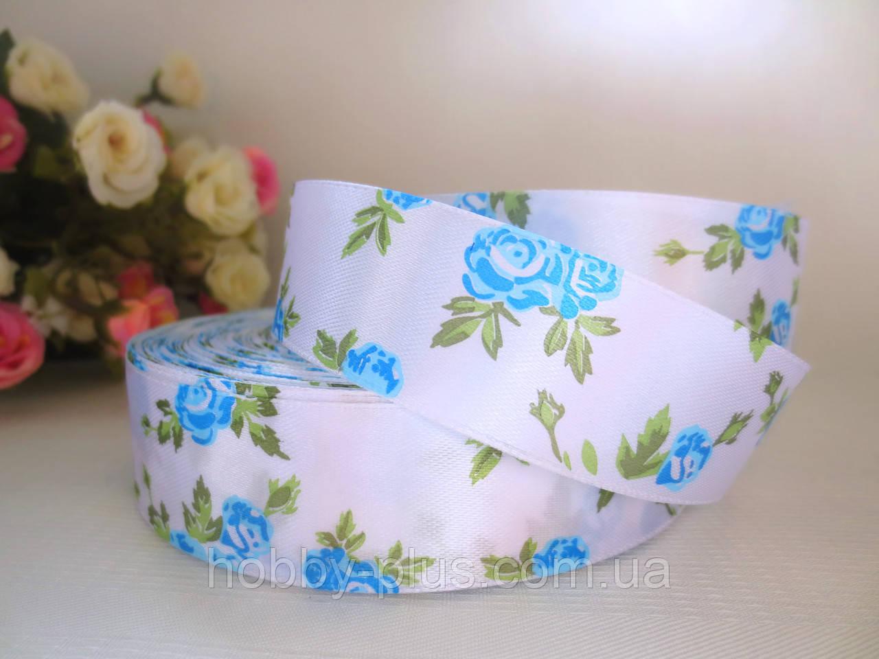 """Атласная лента 2,5 см, """"Розочка"""", белая с голубыми розами"""