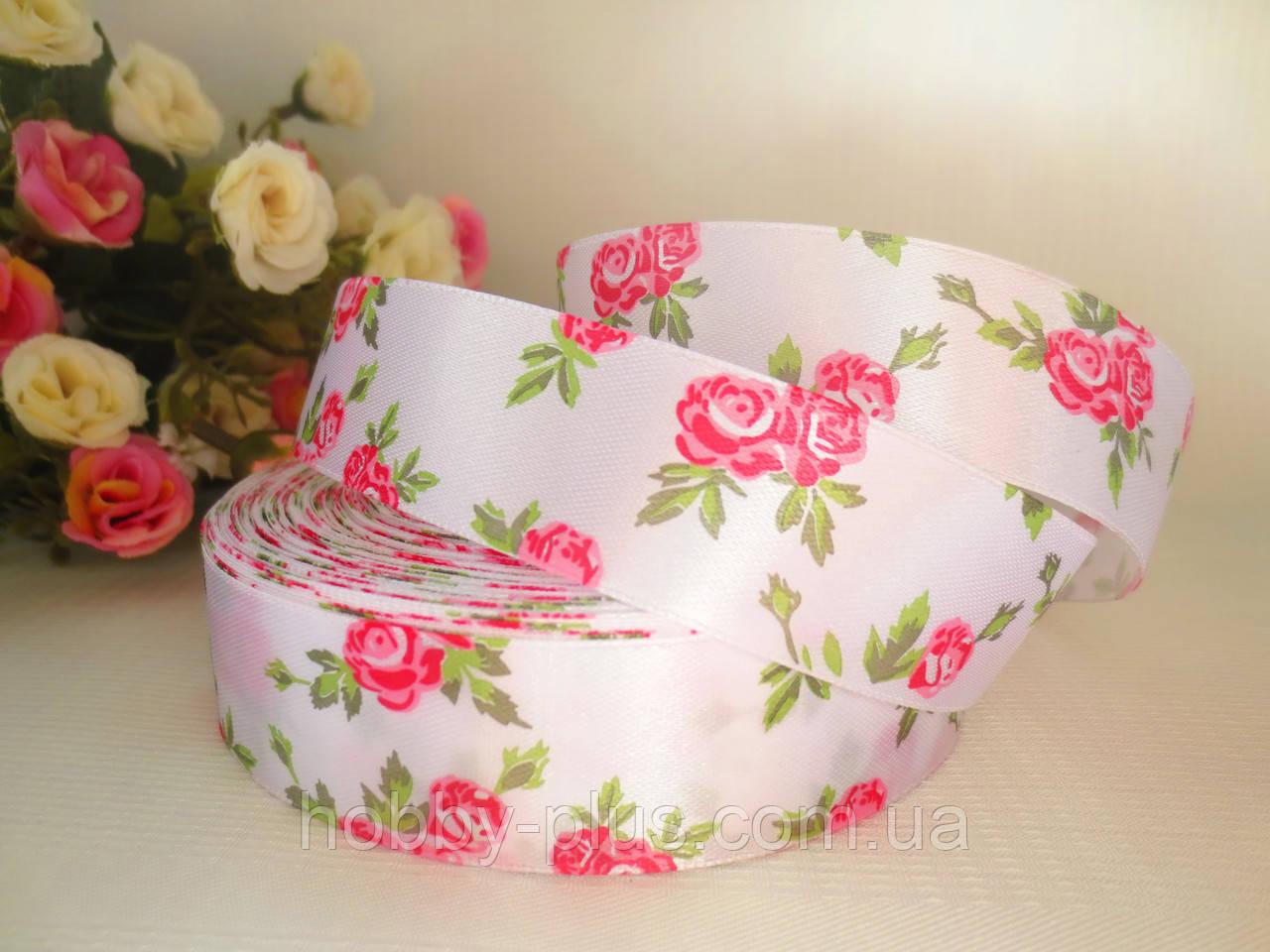 "Атласная лента 2,5 см, ""Розочка"", белая с розовыми розами"
