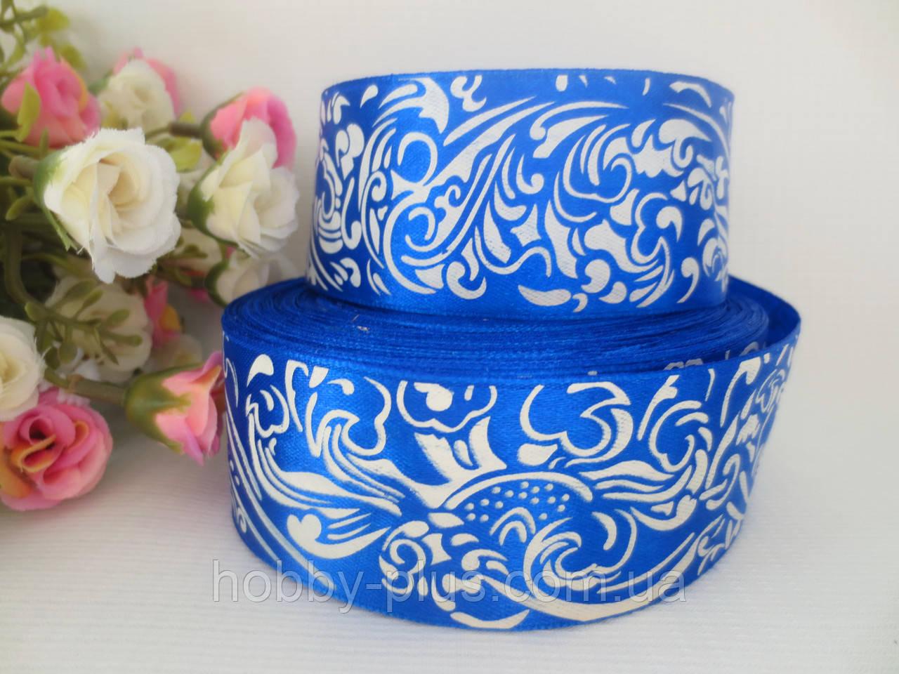 Атласная лента с орнаментом, цвет синий, 4 см.
