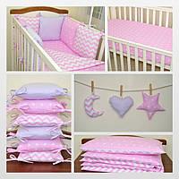 Подушечка - бортик для детской кроватки в нежных тонах