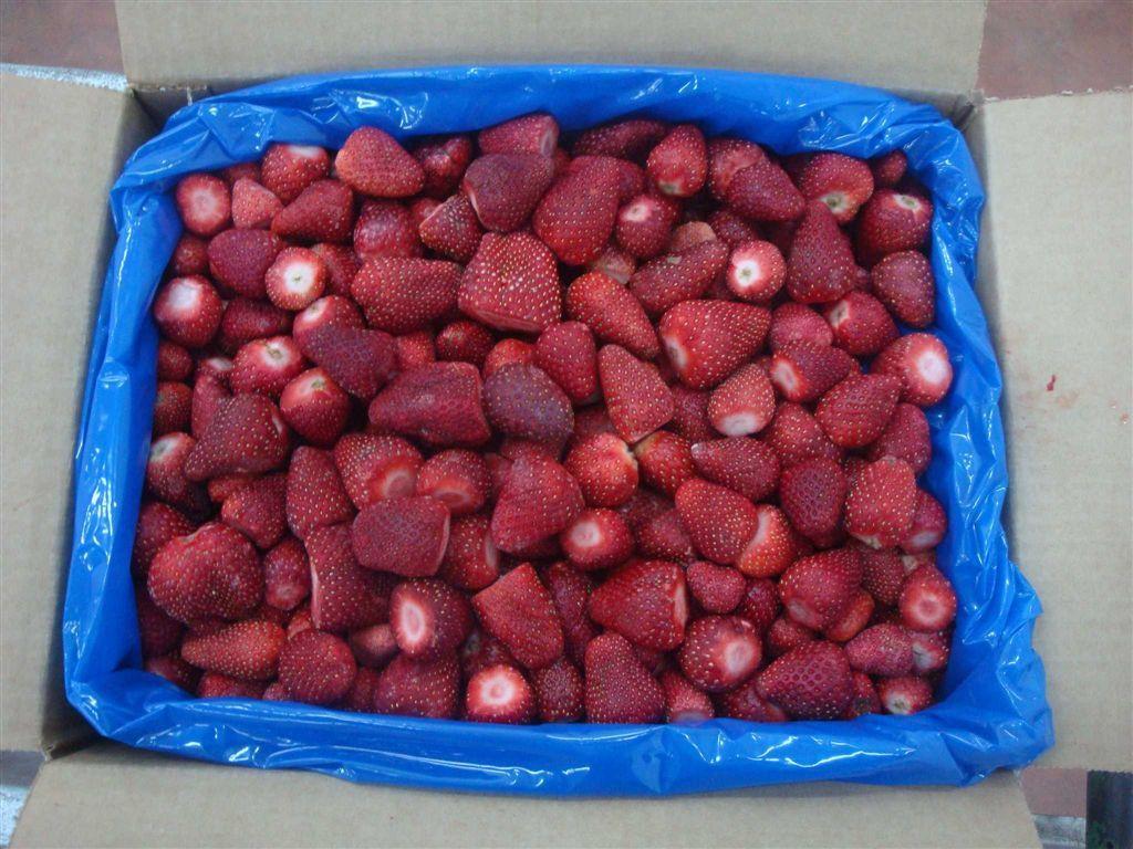 Земляника замороженная, минимальная фасовка для заказа  2,5 кг. В ящике насыпом 10 кг.