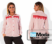 Нарядная женская рубашка для пышных дам классического кроя в тонкую полоску с кружевной вставкой на груди красная