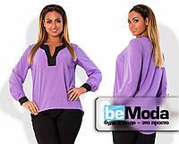 Модная женская блуза свободного кроя из креп-шифона с контрастной вставкой на груди и на манжетах сиреневая