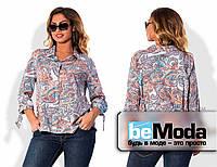 Нарядная женская блуза больших размеров рубашечного кроя с оригинальным принтом мультиколор
