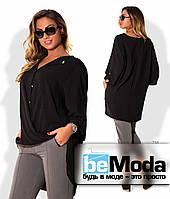 Элегантная женская блуза больших размеров оригинального кроя с удлиненной спинкой и блестящими пуговицами черная