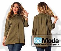 Стильная женская блуза для полных дам свободного кроя с классическим воротником и скрытыми пуговицами цвета хаки