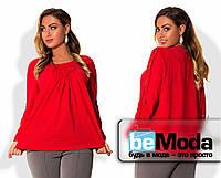 Оригинальная женская блуза свободного кроя с драпировкой на груди для полных дам красная
