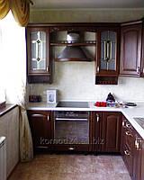 Кухня с фасадами из дерева дуб