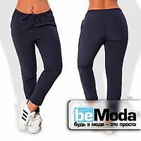Удобные женские брюки больших размеров прямого кроя с поясом кулиской из костюмного крепа темно-синие