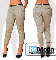 Деловые женские утепленные брюки больших размеров из стрейч-коттона с необычным мелким принтом (пояскок в ком