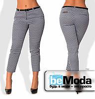 Деловые женские укороченные брюки больших размеров из стрейч-коттона с необычным мелким принтом (пояскок в ком