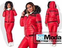 Эффектный женский зимний костюм больших размеров из куртки на замке и брюк на искусственной овчине с декором из искуственного меха красный