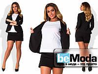 Деловой женский костюм больших размеров из укороченного приталенного пиджака и короткой юбки-шорт черный
