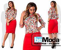 """Модный женский костюм больших размеров из кофты с принтом """"почтовые марки"""" и классической однотонной юбки приталенного кроя красный"""