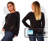 Удобная женская кофта больших размеров из тонкой ангоры с кружевными вставками и декором на плечах черная
