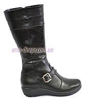 Женские зимние кожаные ботинки на невысокой платформе декорированы ремешком.39,41 размеры