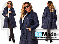 Стильная женская удлиненная куртка больших размеров из плащевки на подкладке с воротником из искусственного меха (отстегивается) темно-синяя