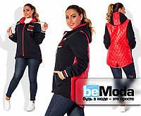 Молодежная женская куртка больших размеров спортивного кроя из плащевки-стёжк и трёхнитки на флисес надписью на груди красная