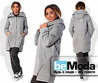 Модное женское пальто спортивного кроя на змейке и с капюшоном для девушек с пышными формами серое