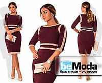 Деловое женское платье больших размеров приталенного кроя с оригинальными контрастными вставками цвета марсала
