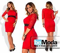 Красивое женское платье для девушек с пышными формами из гипюра на подкладе с оригинальным декоративным поясом красное