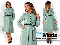Оригинальное женское платье для девушек с пышными формами из качественного материала с контрастными пуговицами и тонким пояском цвета шалфей