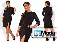 Стильное женское платье для девушек с пышными формами прямого кроя с разрезом на боку и украшением на воротнике черное