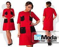 Очаровательное женское платье больших размеров из рогожки Шанель с декоративными контрастными накладными карманами на груди и на бедрах красное